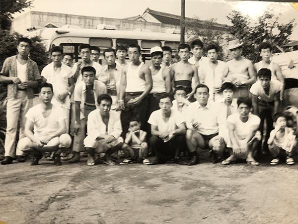 昭和40年代前半の氷室営業所と従業員